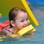 Instruktor dětského plavání